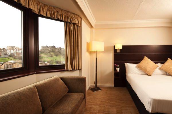 Výhled zMercure Edinburgh City - Princes Street Hotel