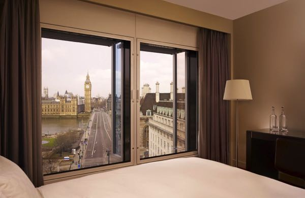 Výhled zPark Plaza Westminster Bridge London